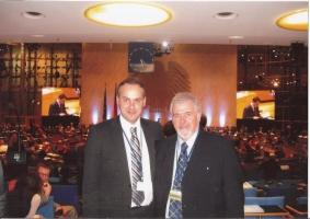 Με τον ευρωβουλευτή Γ. Παπανικολάου στο Συνέδριο του ΕΛΚ (Βόννη 12/2010)