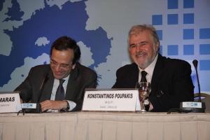 Με τον Πρόεδρο της Ν. Δημοκρατίας Α. Σαμαρά στο συνέδριο της ΔΑΚΕ και των Χριστιανοδημοκρατικών Συνδικάτων (2010)
